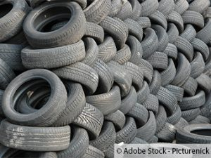 400 Reifen rücksichtslos im Wald entsorgt