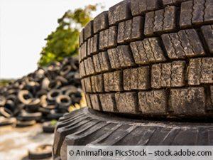 Hunderte Reifen im Würselener Wald abgeladen