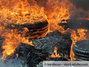 In einem Altreifenlagen ist Feuer ausgebrochen