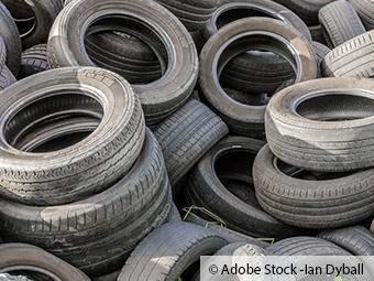 ZARE | Zertifizierte Altreifenentsorger | Mehrere Alte Reifen in der Natur entsorgt