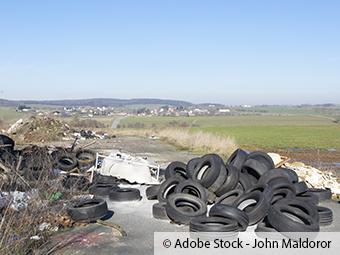 ZARE | Zertifizierte Altreifenentsorger | Parkplatz von Müll überflutet