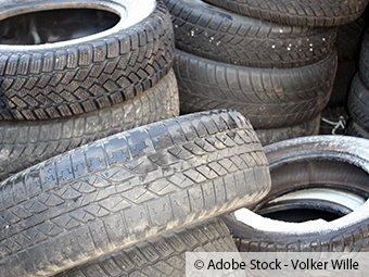 ZARE | Rund 20 alte Reifen illegal entsorgt